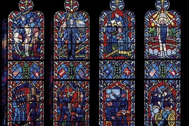 Les deux vitraux, posés en 1953, rendent hommage... (PHOTO THE NEW YORK TIMES)