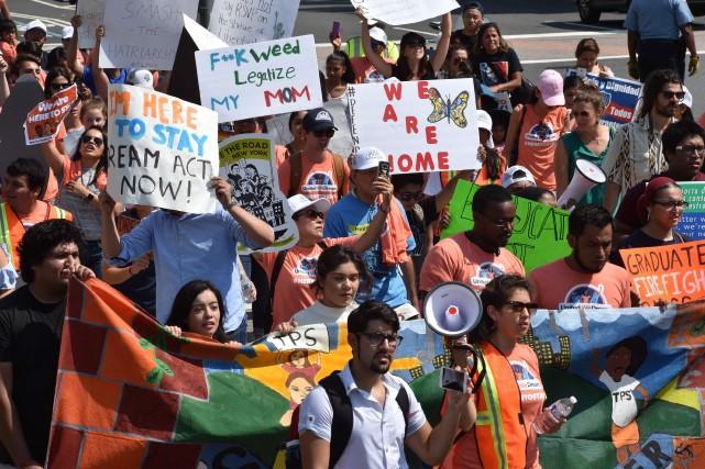 Un rallye pro-Dreamers s'est tenu mardi devant le... (PHOTO AFP)