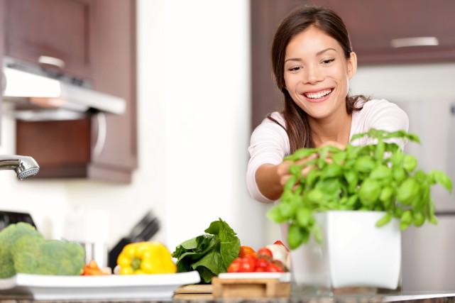 On peut manger du basilic frais toute l'année.... (123rf/ariwasabi)
