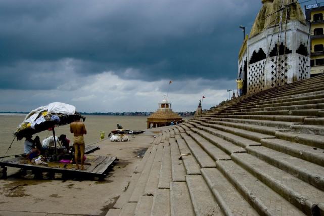 Les ghats, les escaliers menant au Gange, sont... (123RF/Matteo Vasirani)