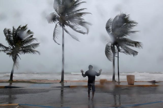 Trois ouragans sévissaient simultanément mercredi après-midi côté Atlantique,... (PHOTO REUTERS)