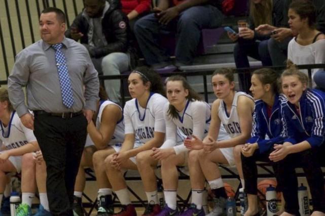 L'entraîneur de l'équipe de basketball féminin division 1... (Photo tirée de Facebook)