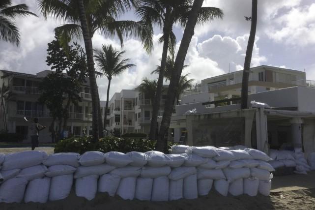 Des murs de sacs de sable ont été... (fournie)