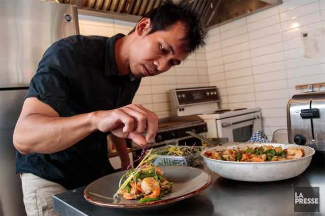 Singgih Trisno, chef propriétaire du restaurant MIA Tapas,... (PHOTO HUGO-SÉBASTIEN AUBERT, LA PRESSE)