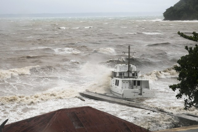 La mer est déjà agitée à Samana, en... (Photo Tatiana Fernandez, Associated Press)