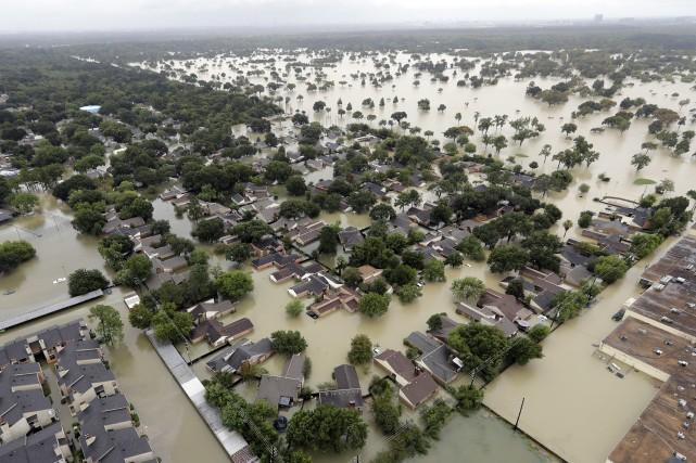 Le poids des pluies torrentielles qui se sont abattues sur le Texas lors du... (PHOTO AP)