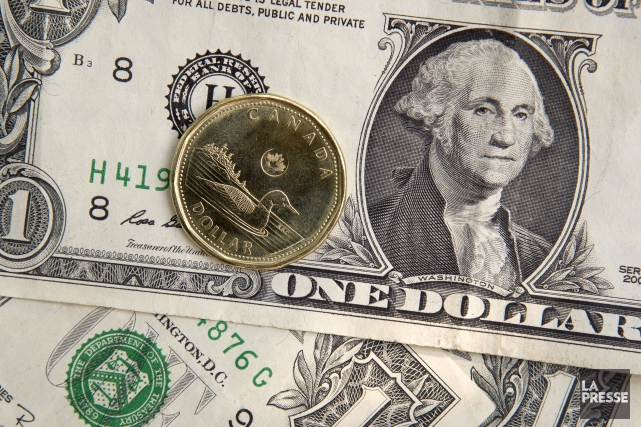 Le dollar canadien a franchi hier le cap des 82 cents US, son plus haut niveau... (Photo Robert Skinner, archives La Presse)