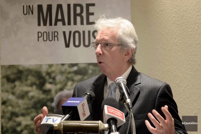 Le candidat à la mairie de Saguenay Jean-Pierre... (Photo Le Quotidien, Jeannot Lévesque)