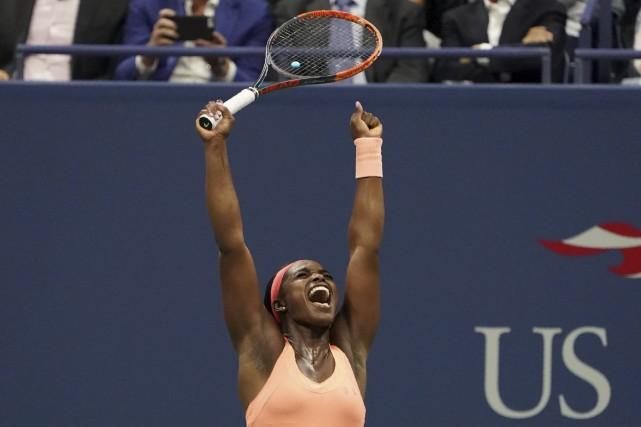 Sloane Stephens lève les bras au ciel après... (AFP, Don Emmert)