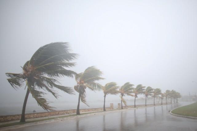 La tempête a fouetté la côte nord de... (Photo Reuters)