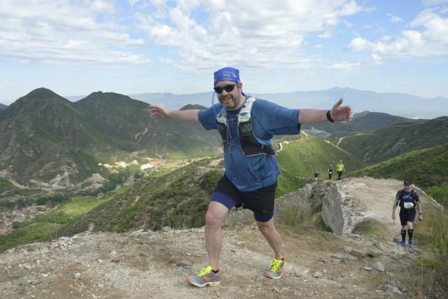Louis Vézina parcourant la Grande Muraille de Chine.... (Photo fournie par Louis Vézina)