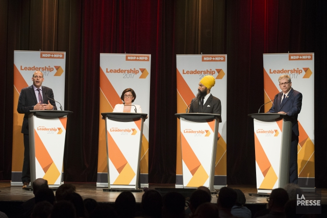 Guy Caron, Niki Ashton, Jagmeet Singh, et Charlie... (PHOTO ROBERT SKINNER, ARCHIVES LA PRESSE)
