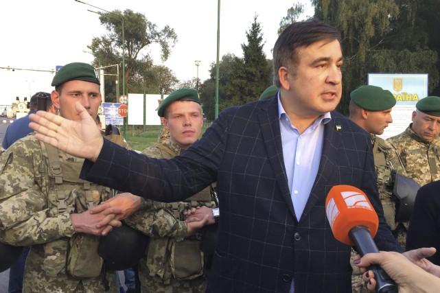 Les gardes-frontières ukrainiens ont refusé de laisser passer... (PHOTO AP)