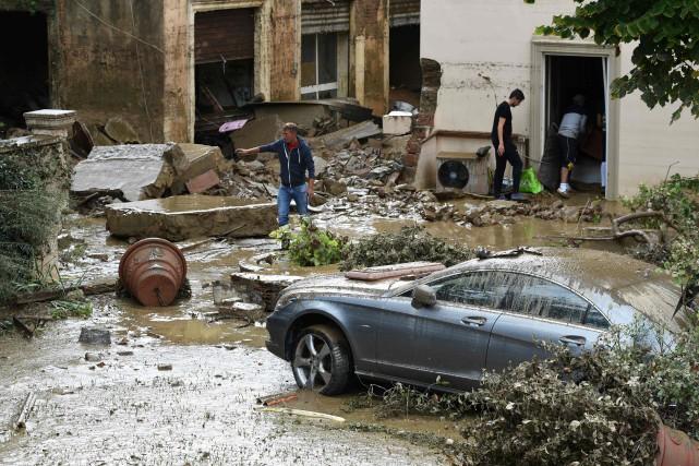 La ville de Livourne se remettait dimanche d'une... (PHOTO AFP)