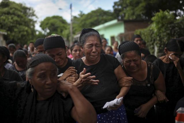 Les proches d'un homme de 38 ans décédé... (AP, Felix Marquez)