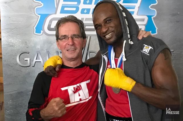 Serge Ntetu et de son entraîneur Michel Desgagné.... (Archives)