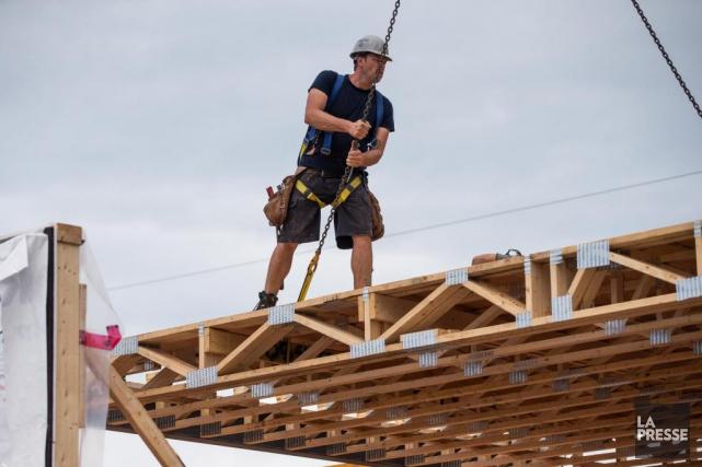 La cadence des mises en chantier d'habitations a ralenti au Canada en septembre... (PHOTO SIMON GIROUX, archives LA PRESSE)