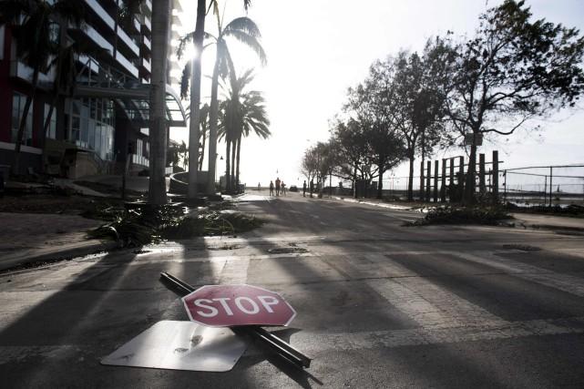 Des habitants restés chez eux, dans la ville... (AFP)