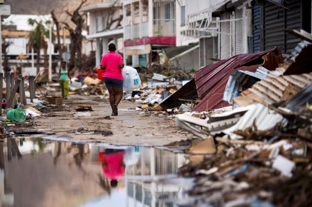 Alors que les évacuations se poursuivent à Saint-Martin,... (AFP, Martin Bureau)