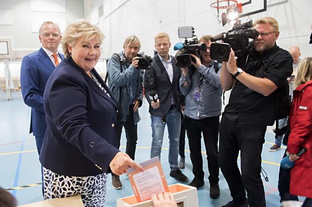 La Norvégienne Erna Solberg se veut une cheffe... (PHOTO AP)