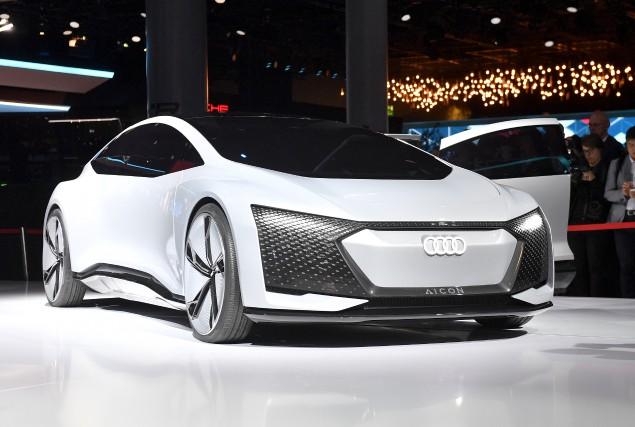 Le concept Aicon du constructeur allemand Audi... (AP, Martin Meissner)