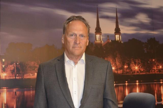 Après 24 ans comme conseiller municipal, Luc Gibbons... (Photo Le Quotidien, Louis Potvin)