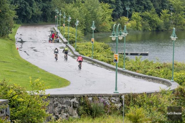 La promenade du Lac-des-Nations est suffisamment large pour... (Archives, La Tribune)