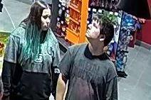 Les deux suspects recherchés.... (Photo fournie par le SPS)