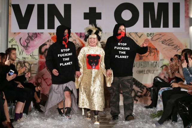 Debbie Harry (au centre), chanteuse du groupe Blondie,... (PHOTO AFP)