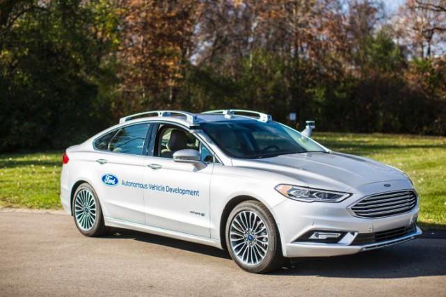 Une Ford Fusion autonome expérimentale. Les réglements encadrant... (Photo : Ford)