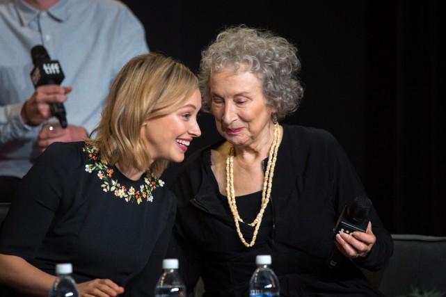 L'actriceSarah Gadon et l'écrivaineMargaret Atwood lors d'une conférence... (PHOTO PC)