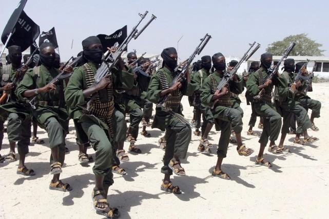 Les islamistes shebab (photo) tentent depuis 2007 de... (AP)