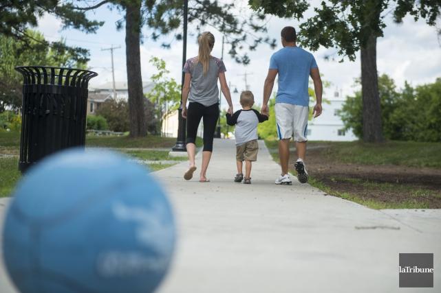 Le revenu des familles estriennes est inférieur à... (Archives, La Tribune)