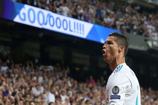 Cristiano Ronaldo célèbre son premier but du match.... (PHOTO REUTERS)