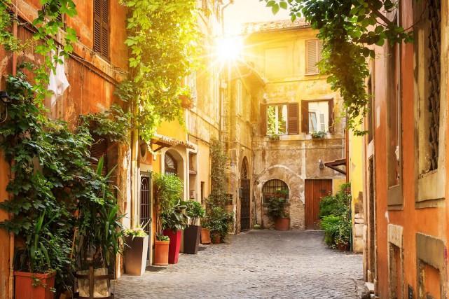 Avec ses ruelles étroites garnies de balcons fleuris, de cafés et de trattorias... (Photo Geneviève Décarie-Landry)