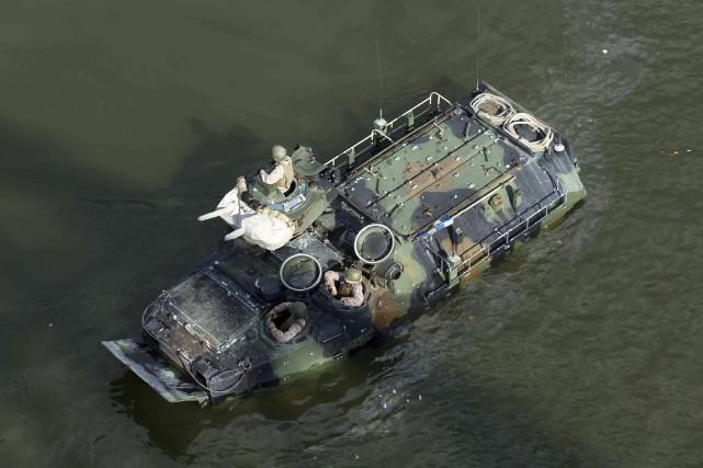 Les véhicules d'assaut amphibies sont destinés à emmener... (ARCHIVES AP)