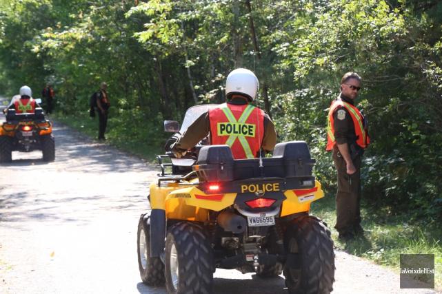 Des policiers de la Sûreté du Québec ont... (Janick Marois, La Voix de l'Est)