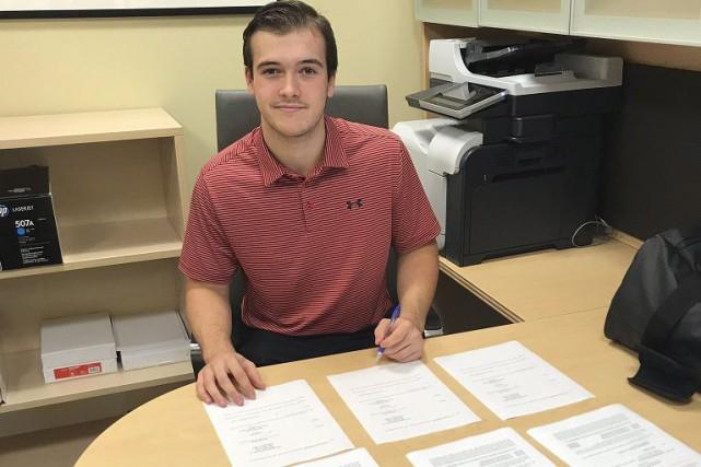 Le Sherbrookois Alex D'Orio a signé un contrat... (Photo tirée de Twitter)