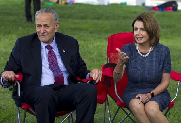 Chuck Schumer etNancy Pelosi sont les chefs des... (PHOTO AP)