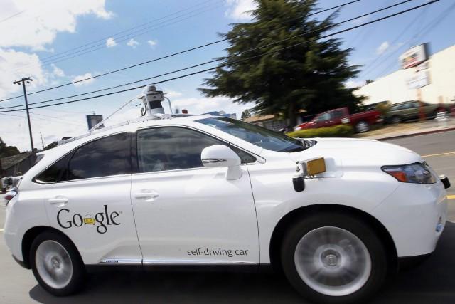 Aucun véhicule automobile autonome n'est encore en vente,... (Photo Tony Avelar, archives AP)