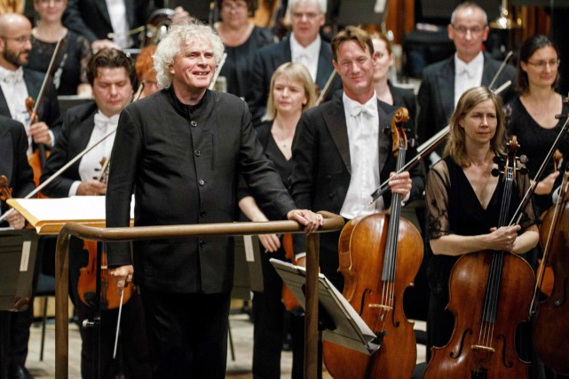 Simon Rattle a dirigé jeudi soir son premier... (PHOTO AFP)