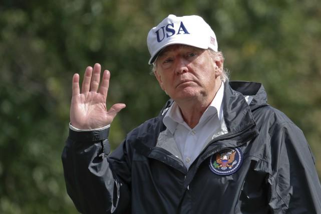 Donald Trump à son arrivée à la Maison-Blanche... (AP, Alex Brandon)