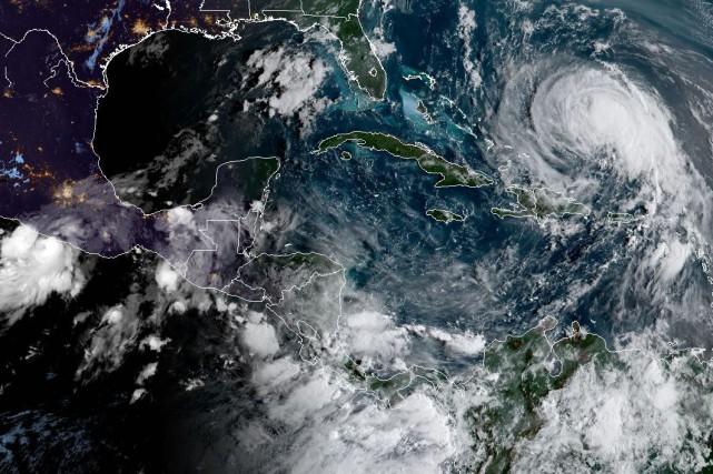 Josése trouvait à 575 kilomètres au nord-est du... (PHOTO NOAA/RAMMB, AFP)