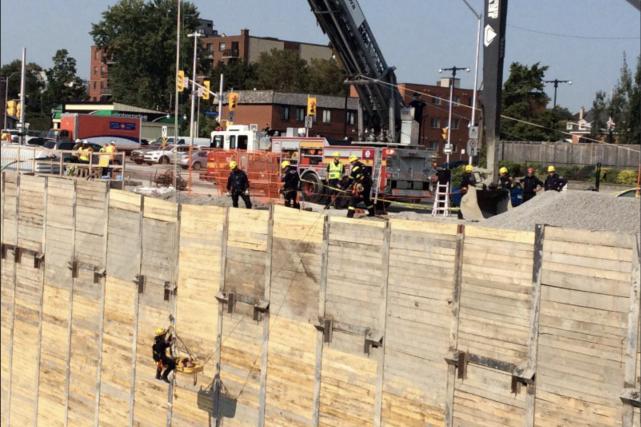 Les services d'urgence ont réussi à sortir le... (Courtoisie, Service des paramédics d'Ottawa)