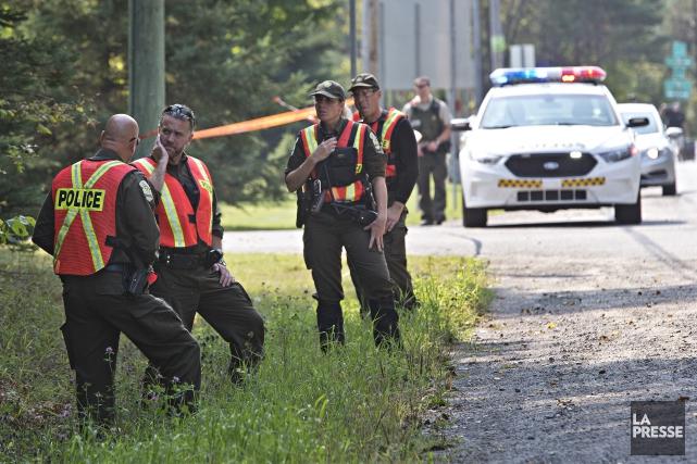 Une vaste opération policière est en cours aux... (Photo Patrick Sanfaçon, La Presse)