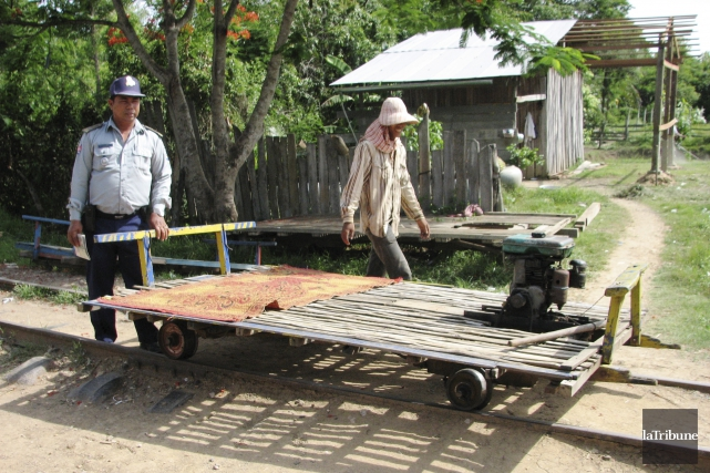 Le train de bambou consiste en une plateforme... (La Tribune, Jonathan Custeau)