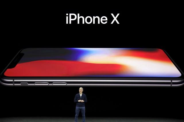 Apple a présenté cette semaine le nouveau iPhone... (AP, Marcio Jose Sanchez)