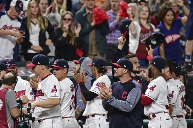 La séquence record de victoires des Indians de... (Associated Press)