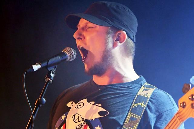 Bassiste et chanteur du groupe Bauxite, Michel Cantin... (Le Progrès, Rocket Lavoie)