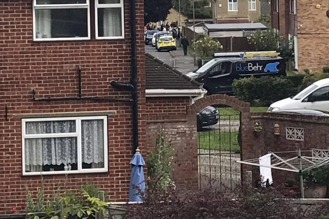 Une perquisition était en cours samedi en début d'après-midi dans un logement... (PHOTO Steph Forsyth, AP)